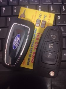 chìa khóa ford tourneo